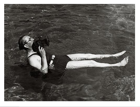 Martin Munkacsi, photographing for Harper's Bazzar in Long Island, taking an angle shot of a diver, 1935 © Joan Munkacsi