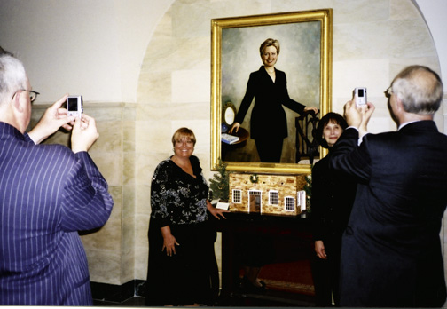 Gathering around the Yuletide Hillary, Christmas at the White House