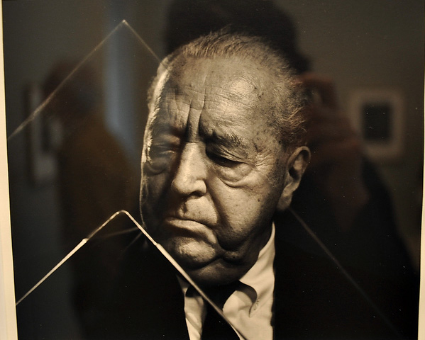 Ludwig Mies Van der Rohe © Yousuf Karsh